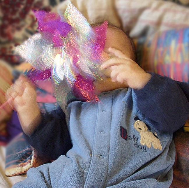 Kolorowy i błyszczący wiatrak-samodzielna-zabawa dla niemowląt - mamotatopokazmi.pl