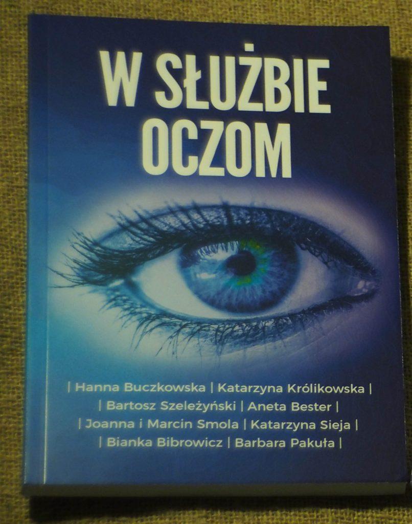 W SŁUŻBIE OCZOM przód książki mamotatopokazmi.pl